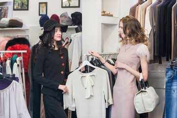 Two woman is shopping.