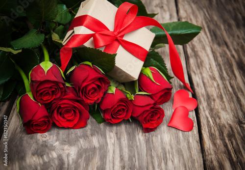 розы красные подарок без смс