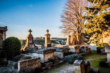 Cimetière des Baux-de-Provence au coucher du soleil