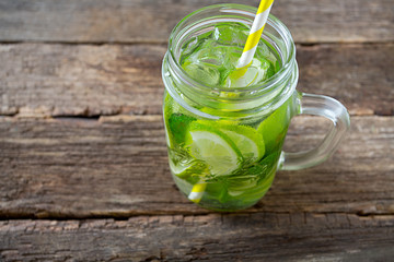 lime lemonade with ice and mint