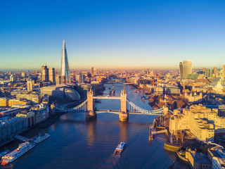 Fototapete - Aerial view of London and the River Thames