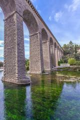 Pont-aqueduc de Galas vu des bords de la Sorgue, Vaucluse, France