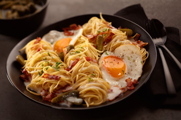 Close up on spaghetti, eggs and bacon