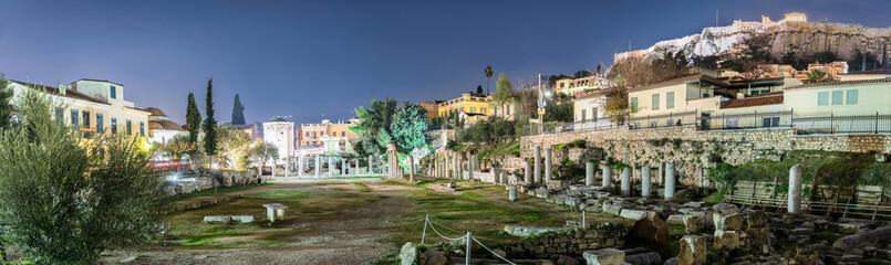 Panorama vom Antiken Römischen Markt bis zur Akropolis in Athen bei Nacht