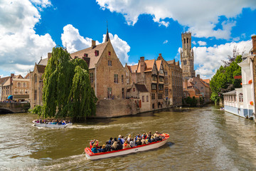 Photo sur Toile Bruges Canal in Bruges and Belfry tower