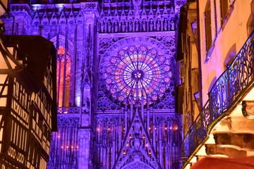 La cathédrale de Strasbourg illuminée la nuit
