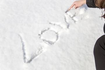 scritta amore sulla neve