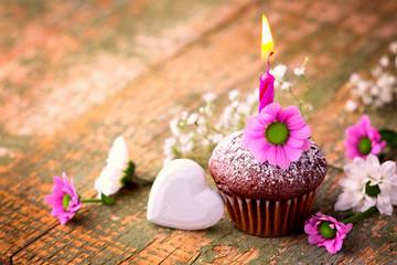 Kleiner Geburtstagskuchen mit Kerze