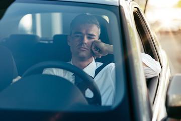 Pensive businessman in his car Fototapete