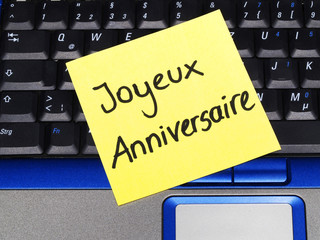 Memo note on notebook, Joyeux Anniversaire, happy birthday
