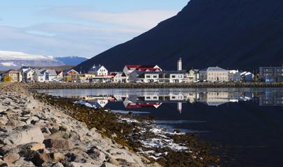 Ísafjörður am Skutulsfjörður in den Westfjorden von Island