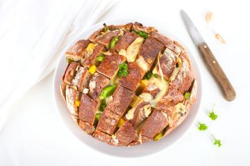 Zupfbrot mit Paprika und Käse
