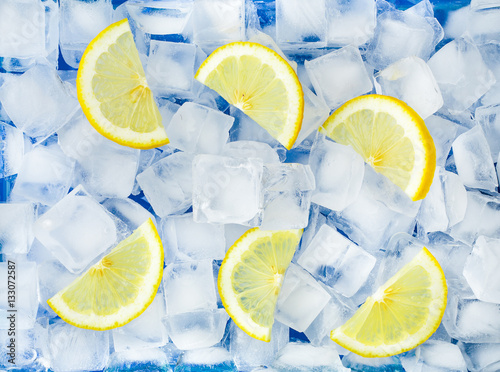 crushed ice and lemon stockfotos und lizenzfreie bilder auf bild 133072587. Black Bedroom Furniture Sets. Home Design Ideas