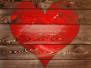 gros cœur rouge sur fond bois