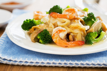 fried noodle with shrimp in gravy,thai food