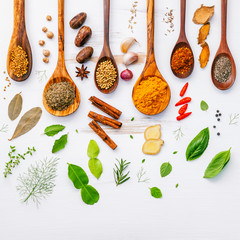 Photo sur Plexiglas Herbe, epice Various herbs and spices in wooden spoons. Flat lay of spices in