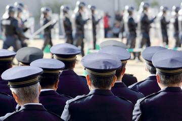 警察官 機動隊