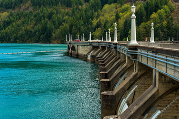 Barrage Partial view of the roadway on top of Diablo Dam in North Cascades National Park, Washington