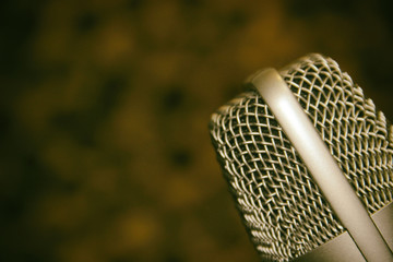 Condenser microphone.