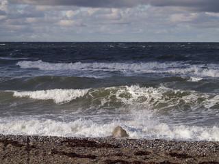 Wellen mit Schaumkronen
