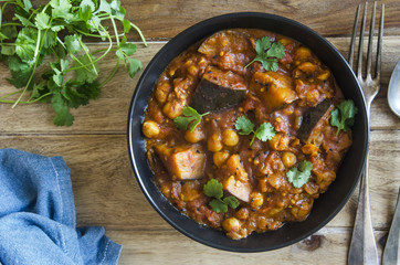 Aubergine and chickpea Madras