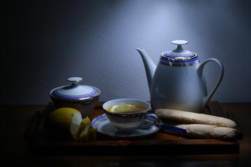 Tè con biscotti notturno