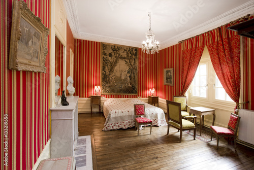 Rotes schlafzimmer stock photo and royalty free images on pic 133219558 - Rotes schlafzimmer ...