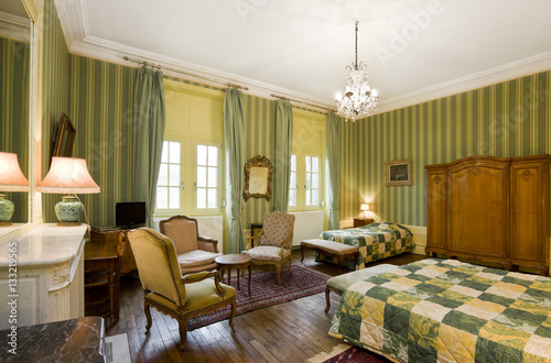 Rotes schlafzimmer stock photo and royalty free images on pic 133219565 - Rotes schlafzimmer ...