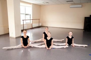 Dance coach, kids, stretching, choreography