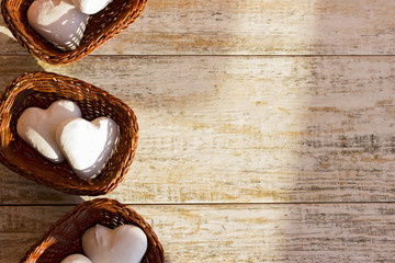 Gingerbread hearts in three wicker baskets. Place in the text.