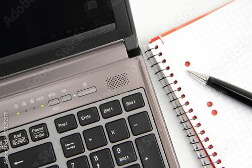 laptop mit stift stockfotos und lizenzfreie bilder auf bild 133292578. Black Bedroom Furniture Sets. Home Design Ideas