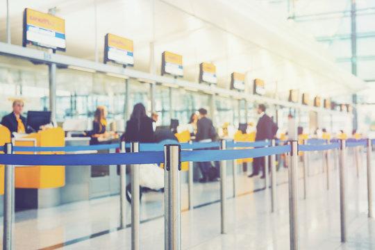 Flughafen - Airport - Check-in Schalter