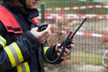 HDR - Feuerwehrmann im Einsatz mit Funkgerät