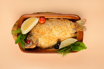 Fried crucian carp with lemon