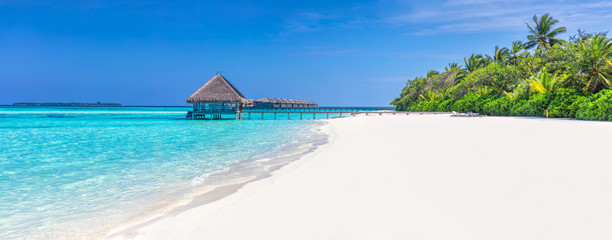 Foto auf Leinwand Tropical strand Panorama of wide sandy beach on a tropical island in Maldives