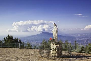 """Statue de """"La Madonna dell'Accoglienza"""", Sanctuaire de l'Archange Saint Michel, Monte Faito,Campanie,Italie"""