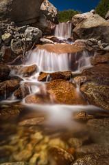Fototapete - Creek never stops flowing - Lone Pine Creek