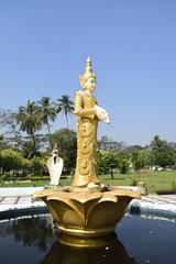 シェダゴンパゴダの像