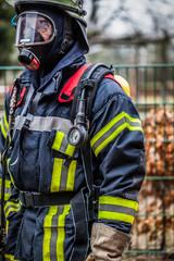 HDR - Feuerwehrmann im Einsatz mit Atemschutzmaske