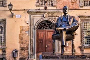 Lucca, Piazza Cittadella mit Puccini-Denkmal