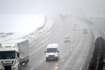 Autobahn im Winter
