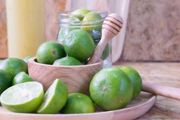 Fresh lemon slice and  lemon juice