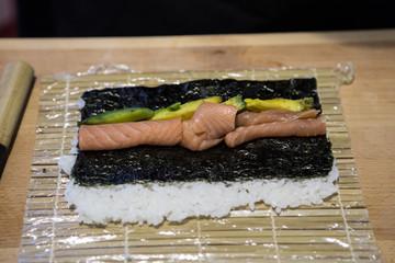 Preparazione maki tipica cucina Giapponese
