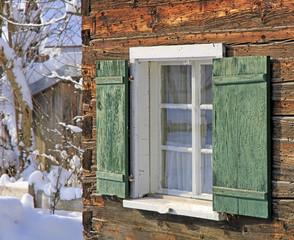 Holzhaus - Allgäu - Schnee - Fenster - Winter - gemütlich