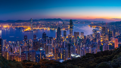 Photo sur Aluminium Hong-Kong Panorama view before sunrise on Hong Kong Peak, Hong Kong