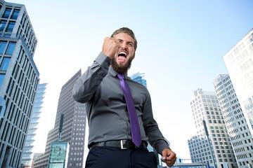 erfolgreicher Manager vor Bankenviertel