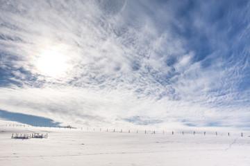 Ein Winterzauber liegt über den Feldern Fotoväggar