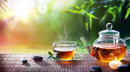 Fotorolgordijn Thee Teatime - Relax With Hot Tea In Zen Garden