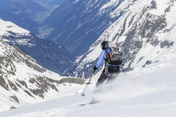 Abfahrt über einen Gletscher in Tirol