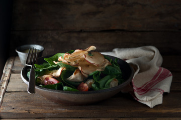 Salad with candied apple chips